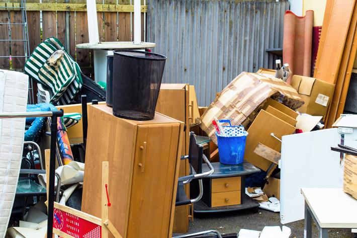 бытовой-мусор-ожидает-вывоза