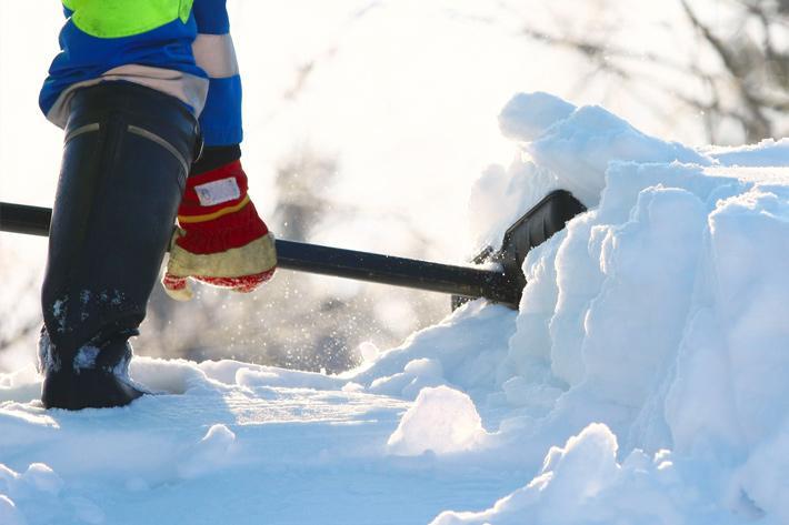 уборка-снежных-завалов